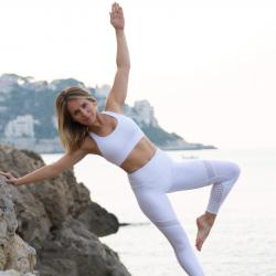Cours collectif Yoga Vinyasa, en visio mercredi 19h, niveau intermédiaire, 1H00