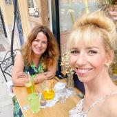 Je suis ravie de vous parler du 1er atelier organisé par Dorothée au Egg Centre @eggcentre à Nice Boulevard Victor Hugo ✨  Il aura lieu samedi prochain, le 26 juin à 9h30 et durera 2h incluant un petit déjeuner pour encore plus de convivialité & de partages ✨  Le thème :  🥚JE SUIS EN DÉSIR D'ENFANT🥚 🙎♀️animé par animé par Sandrine Candela, coach certifiée en élement humain qui est devenue maman à 42 ans. ➡️ @maman_et_coach  L'objectif est de pouvoir échanger avec des femmes qui sont dans la même situation que vous autour d'un petit déjeuner.  Partage et bienveillance au programme ! 💶 Tarif : 35€ 📤 Réservation sur Cozette, lien dans la bio 👆  #egg #cercledeparole #fertilite #fertilitenice #endometriose #endometriosenice #eggcentre  #fiv #fivnice #pma #pmanice #infertilitenice #fivette #cyclefeminin #feminin #infoendométriose