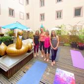 Bday 🥳  Samedi 4 copines étaient présentes au rdv Yoga 🧘🏼♀️& Brunch 🍌🥝🍒 du Beau Rivage pour fêter l'anniversaire de Mathilde 🎂 Quelle belle idée 🤩 & merci pour votre confiance 🙏🏻  Cozette c'est aussi ça, pouvoir partager des moments de bien-être 🌱✨🥰  Nous espérons que vous avez passé un bon moment les filles 🙌🥰🧘🏼♀️  & merci à toutes les yogis pour votre si belle présence 🙏🏻✨: ✨Virginia ✨Ainari ✨Elena ✨Shandra ✨Noméie ✨Floriane ✨Virginie